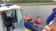 Policjanci pomogli kajakarzom, którym wywrócił się kajak na Wigrach