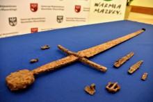 Miecz, pochwa, pas i dwa noże znalezione po 600  latach. Czasy bitwy pod Grunwaldem