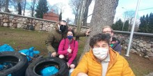 Suwałki. Działacze Nowej Lewicy i Federacji Młodych Socjaldemokratów sprzątali okolice cmentarza