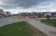 Rozbudowa ulicy Szpitalnej. Powstają miejsca parkingowe, nowy chodnik i  ścieżka rowerowa [zdjęcia]