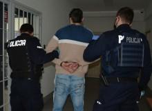Suwałki. Policjanci zatrzymali czworo poszukiwanych