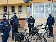 Starosta suwalski przekazał policjantom dwa rowery trekkingowe