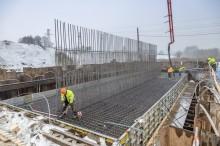 Rail Baltica. Budowa kolejnego wiaduktu nad torami szybkiej kolei