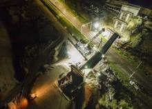 Na linii Rail Baltica będzie więcej bezkolizyjnych skrzyżowań. Wiadukt montowany nocą