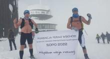 Suwalczanie Bartosz Bełdyga i Tomasz Chomicz zdobyli Śnieżkę bez ubrań [zdjęcia]