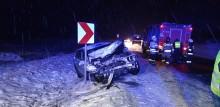 Wypadek w Sadzawkach. Samochód osobowy zderzył się z ciężarówką [zdjęcia]