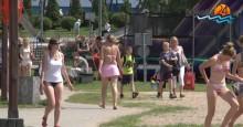 Opalanie, gry i wypady na festyny [wideo]