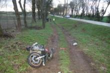 Motocyklista ma połamane nogi