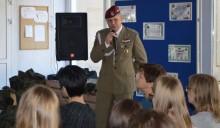 III LO Suwałki. Słuchali o trudach żołnierskiej służby [zdjęcia]