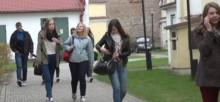 Suwalscy maturzyści trzymają fason [wideo]