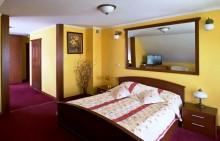hotel_holiday.jpg