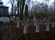 Groby ukraińskich żołnierzy na suwalskim cmentarzu