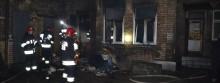 Ogień przy Waryńskiego. Strażacy zatrzymali pożar [zdjęcia]