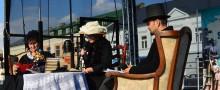 Plac Konopnickiej słuchał Prusa. Suwalczanie czytali Lalkę [zdjęcia]