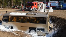 Wypadek busa na rondzie. Ratownicy pokazali klasę