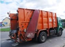 Czterech chętnych do wywozu śmieci