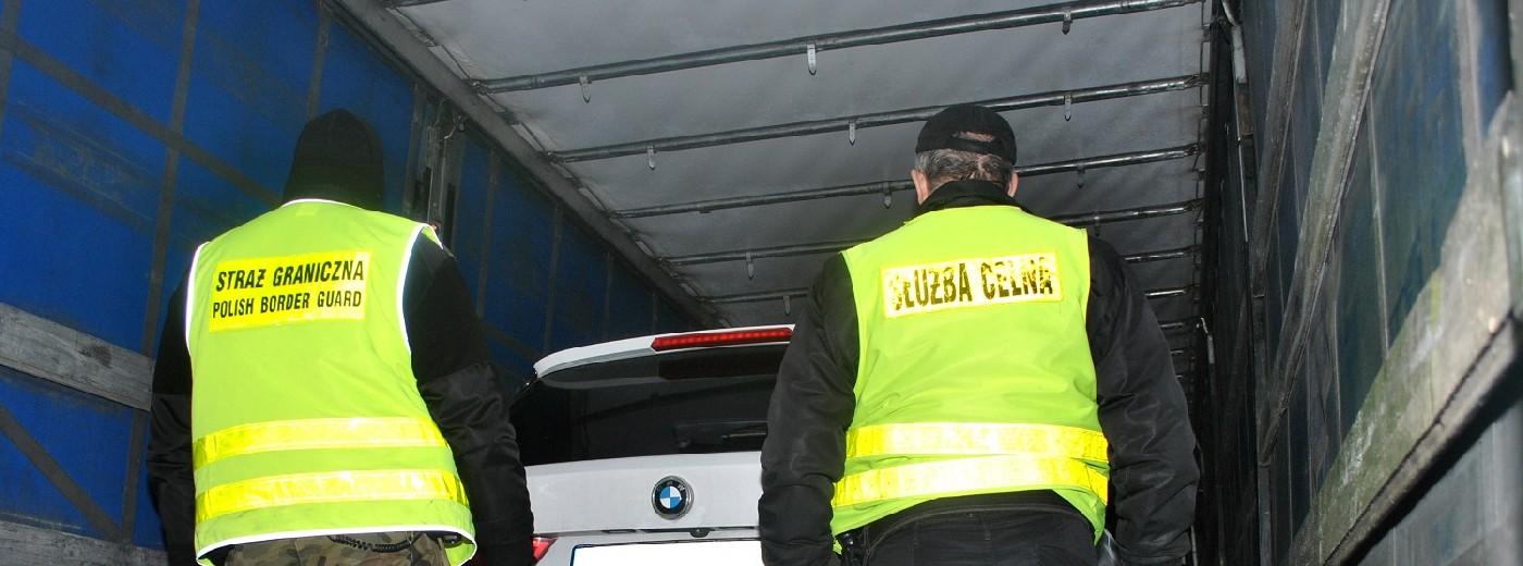Kradzione samochody w litewskim tirze. Dwa BMW X5 za prawie pół miliona prosto z Andory