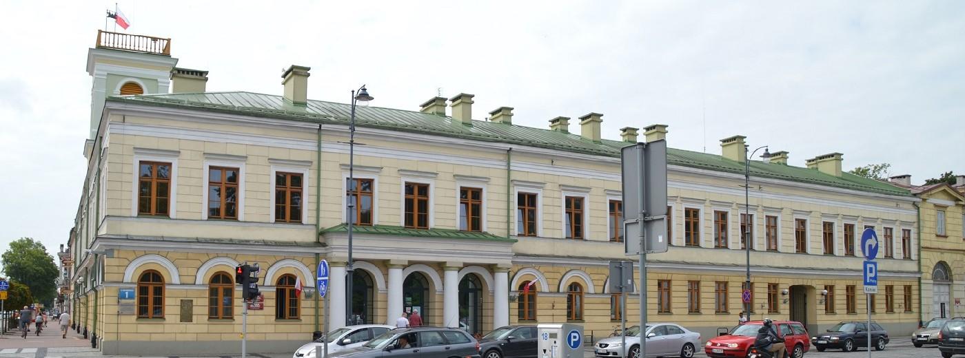 Kandydaci na radnych w Suwałkach. Kto z Renkiewiczem, a kto z PiS-em [pełny wykaz]