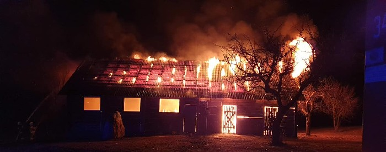 Ignatowizna, gmina Rutka Tartak. Spłonęła drewniana stodoła [zdjęcia]