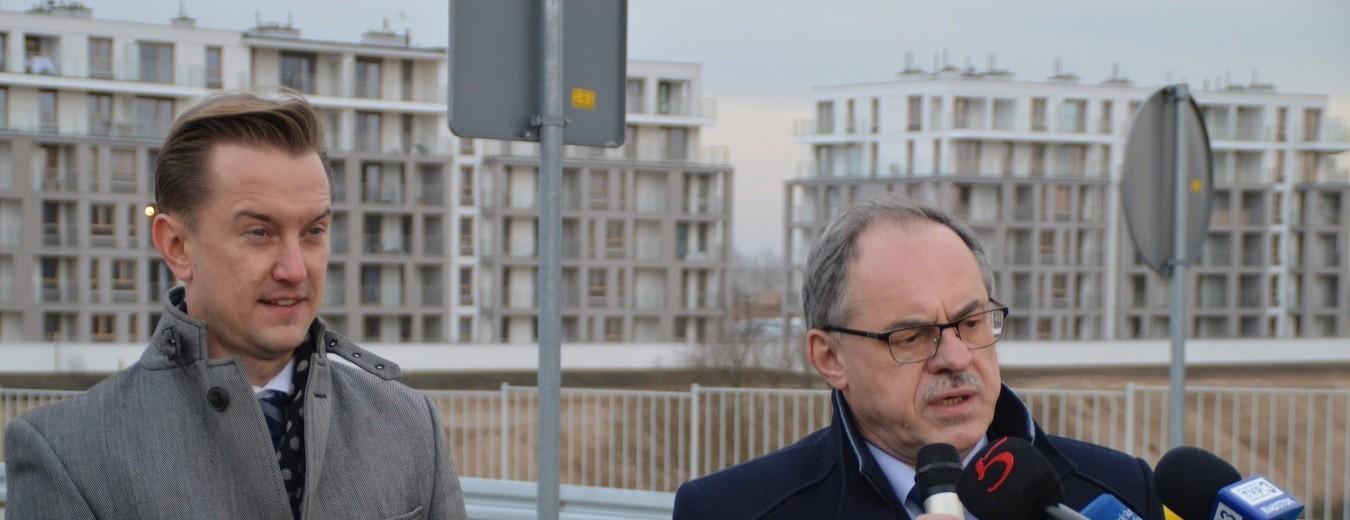 Ulicą Aleksandry Piłsudskiej na osiedle Sobola Biel. Dzielnica jak miasteczko [wideo i zdjęcia]