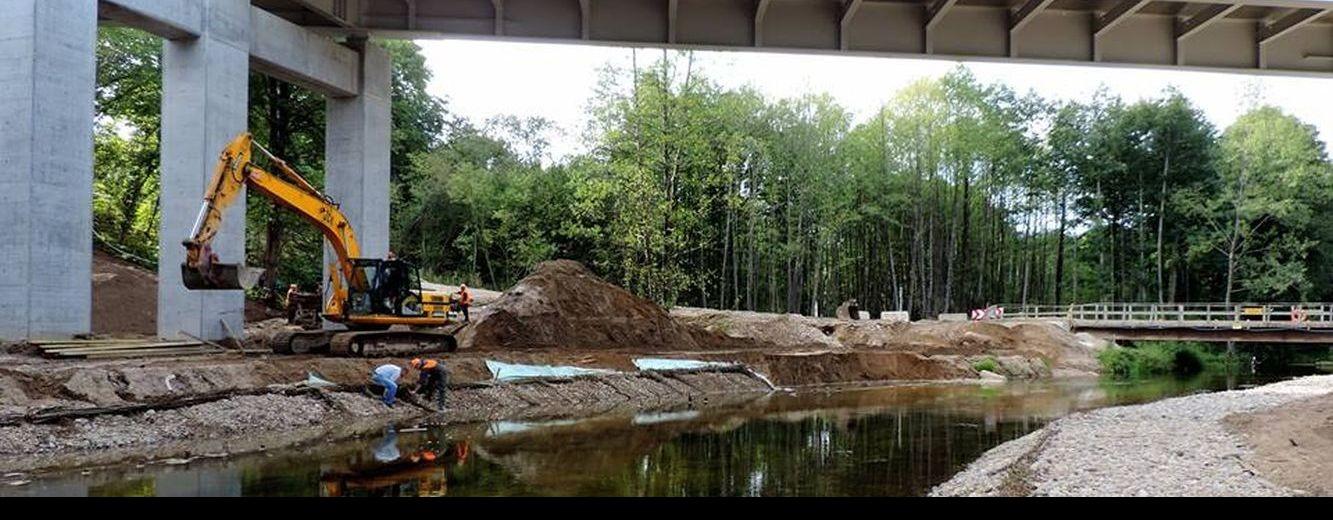 Rospuda. Budują most i zanieczyszczają rzekę [zdjęcia]